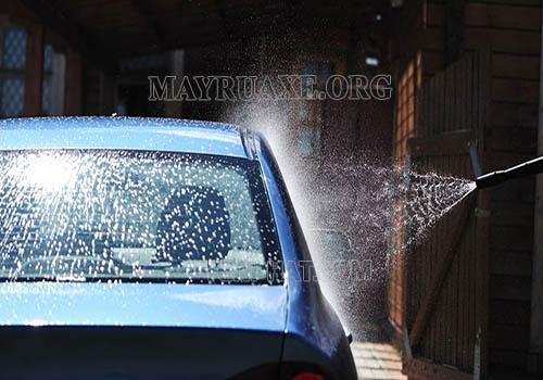 Rửa xe bằng nước mưa