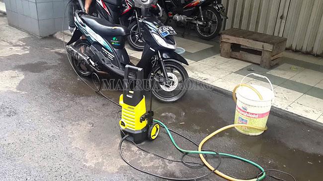 Rửa xe nhanh hơn với máy rửa xe mini Karcher