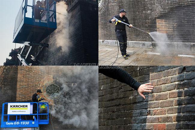 Cổng Ngọ Môn được làm sạch bằng máy rửa xe hơi nước nóng Karcher