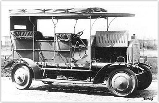 Chiếc xe đầu tiên ứng dụng 4Matic