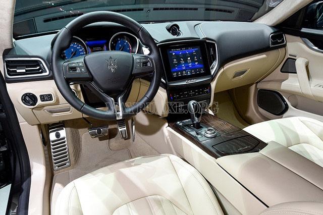 Nội thất của một chiếc Maserati