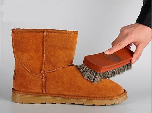 Chất liệu của bàn chải ảnh hưởng đến việc đánh giày