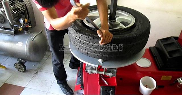 Vá trong chính là phương pháp vá xe tốt nhất dành cho lốp không săm